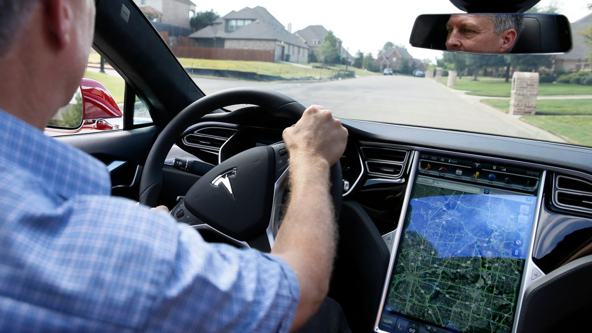 Flash Memory on Some Tesla Cars Is Reportedly Burning Out, Causing Major Issues